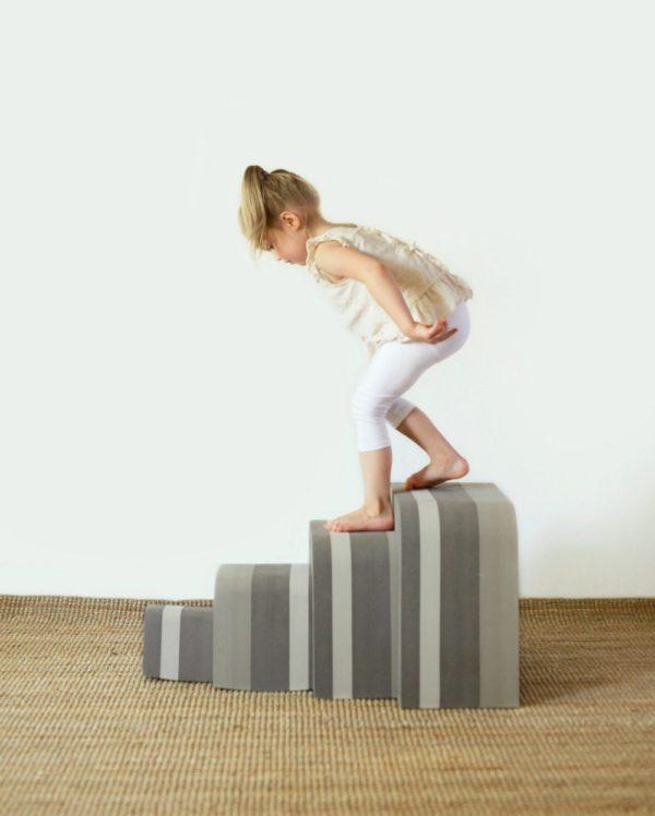 Meidän perhe on toivonut bObleseja paljon lahjaksi -ennemmin suosin tämäntyylisiä liikunnallisia ja monipuolisia leluja, kuin lastenhuoneen nurkkiin kertyvää turhaa lelumassaa! bObleseja voi käyttää vauvasta pitkälle kouluikään saakka, joten tämä on hyvä sijoitus tukemaan lasten luovuutta ja liikkumista!
