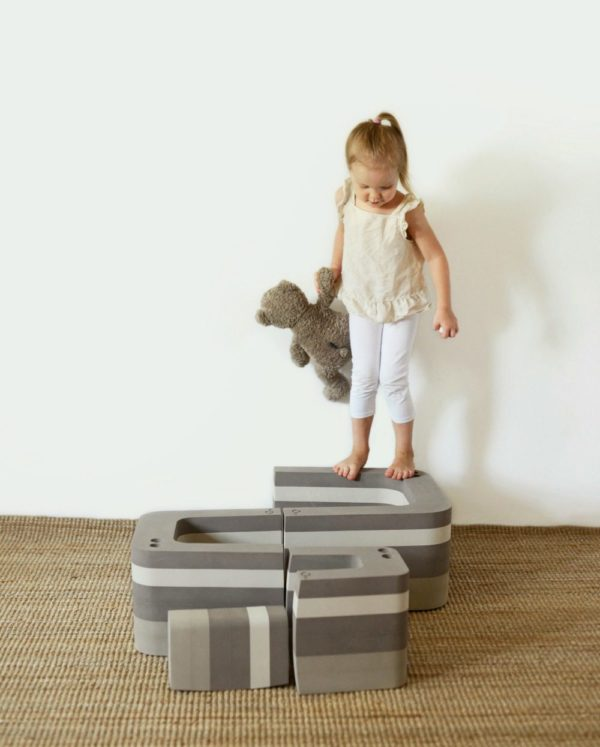 Harmaasta bObles Muurahaiskarhusta on iloa monenikäisille lapsille! Tämä temppuhuonekalu kannustaa lasta liikkumaan luonnollisesti myös sisätiloissa. Pehmeät liikuntahuonekalut eivät jätä jälkiä lattiaan.