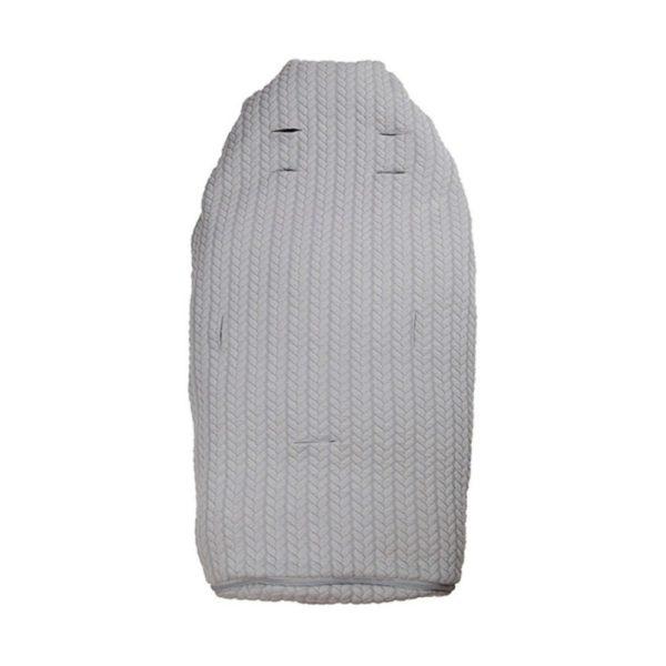 Easygrow Lite+ iso kevytlämpöpussi vaunuihin ja rattaisiin, Grey vaaleanharmaa palmikkoneulos. Vauvan lämpöpussi on loistava valinta perheelle, joka ulkoilee lapsen kanssa paljon ja kätevä silloin, kun lapsi nukkuu päiväunia myös ulkona vaunuissa. Tämän makuupussin suurin hyöty on se, ettei vauvaa tarvitse pukea ja riisua ulkovaatteista jatkuvasti, vaan liikkeelle pääsee myös kevyemmällä vaatetuksella. Harva lapsi rakastaa ulkovaatteiden pukemista, joten lämpöpussin käyttö helpottaa päivittäisiä lähtöjä. Makuupussi toimii lämpöpussina ja pehmikkeenä vaunuissa ja rattaissa. Vaunupussi sopii myös viispistevaljaille. Easygrow Lite+ kevytlämpöpussi on pitkäikäinen hankinta: se sopii kokonsa puolesta 0-4 vuotiaalle lapselle, sillä lämpöpussi on alaosasta jatkettavaa mallia.