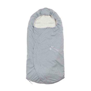 Easygrow Lite iso kevytlämpöpussi vaunuihin ja rattaisiin, Melange Grey vaaleanharmaa. Vauvan lämpöpussi on loistava valinta perheelle, joka ulkoilee lapsen kanssa paljon ja kätevä silloin, kun lapsi nukkuu päiväunia myös ulkona vaunuissa. Tämän makuupussin suurin hyöty on se, ettei vauvaa tarvitse pukea ja riisua ulkovaatteista jatkuvasti, vaan liikkeelle pääsee myös kevyemmällä vaatetuksella. Harva lapsi rakastaa ulkovaatteiden pukemista, joten lämpöpussin käyttö helpottaa päivittäisiä lähtöjä. Makuupussi toimii lämpöpussina ja pehmikkeenä vaunuissa ja rattaissa. Vaunupussi sopii myös viispistevaljaille. Easygrow Lite kevytlämpöpussi on pitkäikäinen hankinta: se sopii kokonsa puolesta 0-4 vuotiaalle lapselle, sillä lämpöpussi on alaosasta jatkettavaa mallia.