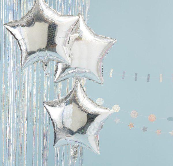 Ginger Ray hopeiset tähti-ilmapallot Holographic StarTähdenmuotoiset kimmeltävänä hohtavat ilmapallot ovat kaunis valinta juhlien koristeluun! Voit yhdistää pallot pom pom -koristeisiin tai juhlavaan viiriin, näin saat juhlatilan koristeltua tyylikkäästi ja helposti!