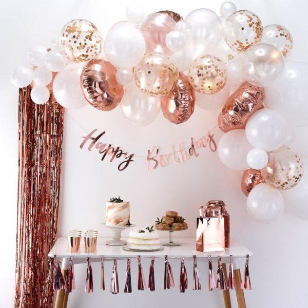 Ginger Ray Balloon Arch Kit ruusukultainen ilmapalloköynnös Ilmapallot ovat helppo tapa koristella mitkä tahansa juhlat, mutta kun haluat vieraiden huokaavan ihastuksesta koristelusi nähdessään, kokeile Ginger Ray ilmapalloköynnöstä! Köynnöksen sekaan voit lisätä juhlien tyylistä riippuen esimerkiksi kukkia tai vaikka eukalyptyksen oksia!