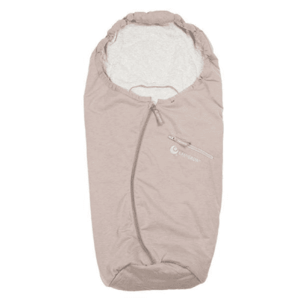 Easygrow lämpöpussin etuja ovat laadukkaat ja luonnollisemmat materiaalit: tuulenpitävä päällikangas on bambuviskoosia ja polyesteriä, sisäpuolelta kangas on vauvalle pehmeää puuvillaa. Moni äiti arvostaa Easygrow kaukalopussissa sitä, että pussin huppu on kiristettävissä -tämä ominaisuus antaa vauvalle extrasuojaa tuulisella ja kolealla säällä! Easygrow lämpöpussissa vetoketju on keskellä, jonka monet kokevat käteväksi, lisäksi lämpöpussin edessä on pieni tasku, jossa voit näppärästi säilyttää vauvan unituttia.