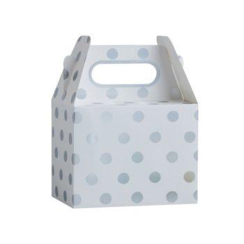 Ginger Ray hopeapilkulliset lahjalaatikot juhliin Tyylikkäästi hohtavien lahjalaatikoiden sisälle sujautat pienet lahjat tai herkut juhlavieraille! Näissä boxeissa on hopeisia pilkkuja valkoisella pohjalla ja kantokahvat helpottavat kantamista.