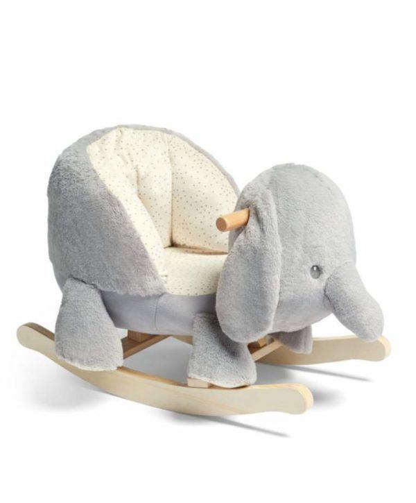 Mamas&Papas Ellery Elephant keinuva pehmeä Elefantti Sisusta ihana lastenhuone! Keinut ovat suosittuja lastenhuoneen sisustuksessa, sillä keinusta on paljon iloa leikki-ikäiselle lapselle. Lapset rakastavat keinumista ja tämän pehmustetun Elefantti -keinun kyydissä pienemmänkin keinujan on mukava istua. Istumiskorkeus on tässä keinussa matala, joka tekee siitä turvallisen perheen pienimmille.