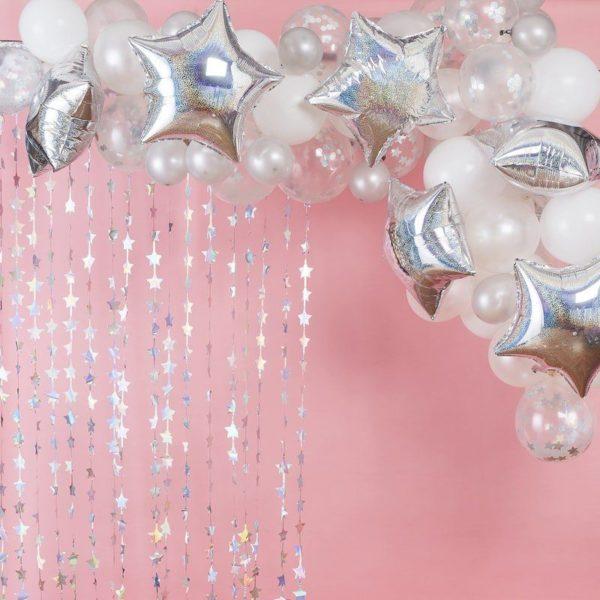 Ginger Ray Balloon Arch Kit Stargazer ilmapalloköynnös, tähdet ja erikokoiset ilmapallot Ilmapallot ovat helppo tapa koristella mitkä tahansa juhlat, mutta kun haluat vieraiden huokaavan ihastuksesta koristelusi nähdessään, kokeile Ginger Ray ilmapalloköynnöstä! Tämä setti sisältää kaiken, mitä tarvitset näyttävän ilmapallokaaren kokoamiseen!