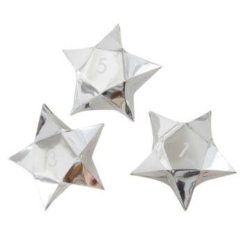 Ginger Ray hopeiset pienet tähdet toimivat kauniina joulukalenterina perheen pienille! Tähtiin voit sujauttaa lapsille tehtäväkortteja, herkkuja tai pieniä leluja! Numeroidut tähdet voit ripustaa nauhaan tai vaikka roikkumaan lasten omaan kuuseen!