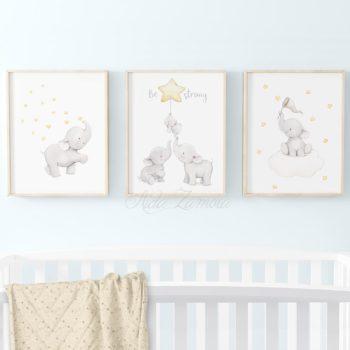 Aida Zamora laadukkaat printit lastenhuoneen seinälle tai hyllyn päälle, Elefanttiperhe Jo pienet vauvat tykkäävät katsella eläimiä ja lapset rakastavat eläintarinoita ja pörröisiä eläinhahmoja. Siksi moni äiti valitseekin vauvanhuoneen seinälle nimenomaan eläintauluja. Aida Zamoran piirtämät eläintaulut ovat sävytykseltään sellaisia, että ne sopivat lastenhuoneeseen moneksi vuodeksi. Taulut ovat samaan aikaan kauniita ja herkkiä, eläintenkuvat vetoavat monenikäisiin lapsiin.