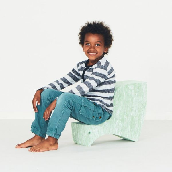 bObleseissa pätee sama sääntö kuin esimerkiksi rakennuspalikka Duploissa: mitä enemmän osia on, sen paremmat leikit niillä saa aikaan! Kun bObleseja on perheessä monta erilaista, saa näistä leikkihuonekaluista liikunnallisen temppuradan vaikka olohuoneeseen ja lapsilla on lupa temmeltää! bOblesit eivät jätä jälkiä tai kolhuja lattiaan vauhdikkaammassakaan leikissä. Temppuhuonekalujen materiaali on joustavaa ja bOblesit ovat kevyitä, joten lapset jaksavat pinota ja siirrellä niitä vaivatta.