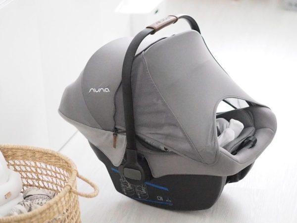 PIPA lite lx turvakaukalossa on sisäänrakennettu Dream drape -verho, joka suojaa vauvaa tekemättä kaukalosta helteisen kuumaa: verhon alla ilma vaihtuu hyvin, mutta verho antaa suojaa valolta, hälyltä ja auringolta (UPF 50+). Verho kiinnittyy helposti kaukalon sivulla oleviin magneetteihin. Verhon sivusta voit helposti kurkata nukkuvaa vauvaa verhoa avaamatta. Tähän kaukaloon et siis tarvitse erillistä tuulessa lepattavaa harsoviritelmää, vaan kaukalo on tyylikäs ja suojaa vauvaa säällä kuin säällä.