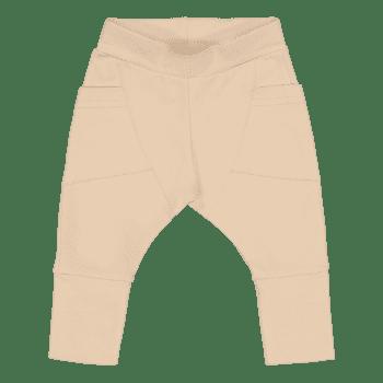 Gugguu Baby Trikoo Pants vauvan trikoohousut, sävy Vanilla Coffee Gugguu Baby Trikoo pantsit sopivat malliltaan sekä tyttö- että poikavauvalle. Tyylikkäät ja erittäin laadukkaat trikoohousut päivittäiseen käyttöön. Hyvin istuvat, mukavat housut taskuilla.Vyötäröllä on säädettävä kuminauhakiristys, jotta saat housut juuri sopivankokoisiksi vauvalle.