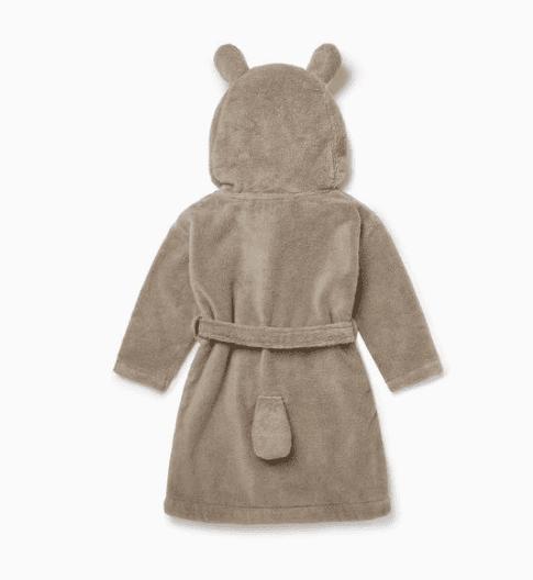 Baby MORI lasten kylpytakki Bear Pehmoinen kylpytakki pienillä suloisilla yksityiskohdilla, joita lapset rakastavat! Hupussa on nallen kasvot ja pyöreät korvat, kylpytakin takana on pieni hännäntupsu. Baby Mori kylpytakissa on vyö, joka on ommeltu takaa kiinni. Vyö on näin turvallinen lapselle ja pysyy menossamukana!