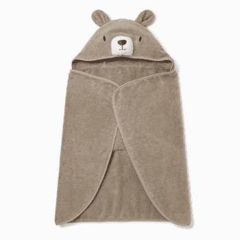 Baby MORI viittapyyhe Bear onesize 1-3 v Pehmoinen viittapyyhe pienillä suloisilla yksityiskohdilla, joita lapset rakastavat! Hupussa on nallen kasvot ja pyöreät korvat, viittapyyhkeentakana on pieni hännäntupsu. Baby Mori viittapyyhkeen saa levitettyä täysin auki, joten pyyhe toimii hyvin myös vauvan kuivaamiseen kylvyn jälkeen. Tämän pyyhkeen sisään pieni on ihana kääriä lämmittelemään!