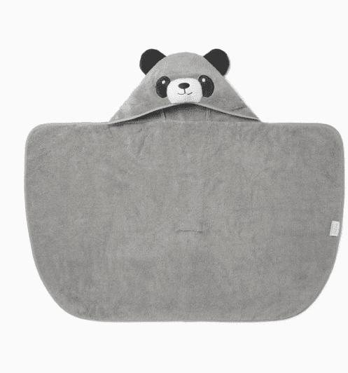 Baby MORI viittapyyhe Panda onesize 1-3 v Pehmoinen viittapyyhe pienillä suloisilla yksityiskohdilla, joita lapset rakastavat! Hupussa on nallen kasvot ja pyöreät korvat, viittapyyhkeentakana on pieni hännäntupsu. Baby Mori viittapyyhkeen saa levitettyä täysin auki, joten pyyhe toimii hyvin myös vauvan kuivaamiseen kylvyn jälkeen. Tämän pyyhkeen sisään pieni on ihana kääriä lämmittelemään!