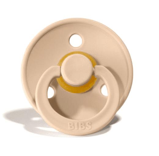 Neutraalin väriset BIBS tutit on muotoiltu vähän kaarevaksi niin, ettei tutti haudo lapsen ihoa vaan ilma pääsee kiertämään paremmin. Tämä on tärkeää etenkin herkkäihoiselle vauvalle. Luonnonkumisen tutin etuja ovat pehmeys ja joustavuus, jonka vuoksi monet vauvat pitävätkin luonnonkumituteista enemmän. Tutin pään kirsikanmallinen muotoilu jäljittelee nänniä, joten BIBS tutti tukee myös imettämistä.