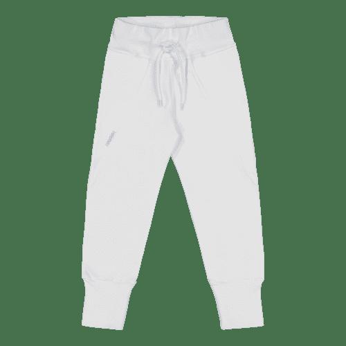 Gugguu Slim Baggy housut, sävy White Sand Candy kokoelman ajattoman tyylikkäät collegehousut. Slim Baggy housut ovat todella mukavat, joustavat ja hyvin istuvat. Äidit ovat kehuneet tätä materiaalia todella kestäväksi käytössä: housujen kangas pysyy siistinä pesu toisensa jälkeen ja kestää hyvin kulutusta! Kiitosta ovat saaneet myös pitkät resorit, joiden ansiosta housujen käyttöikä on tavallista pidempi!