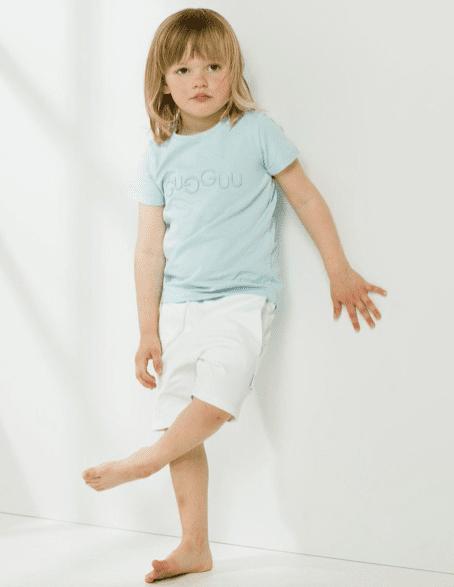 Candy kokoelman ajattoman tyylikkäät, taskulliset collegeshortsit. Cube shortsit ovat todella mukavat ja joustavat, kangas on erittäin laadukasta. Näissä shortseissa lapsen on helppo liikkua!