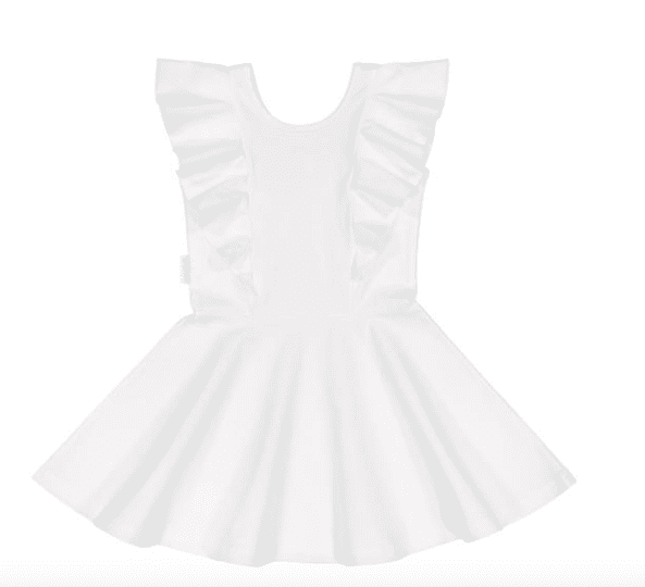 Gugguu lyhythihainen Rizi mekko, sävy White Sand Candy kokoelman lyhythihainen trikoomekko, jossa suloisena yksityiskohtana röyhelösomisteet. Mekossa on kaunis leikkaus ja kangas on laadukasta & hyvin joustavaa.