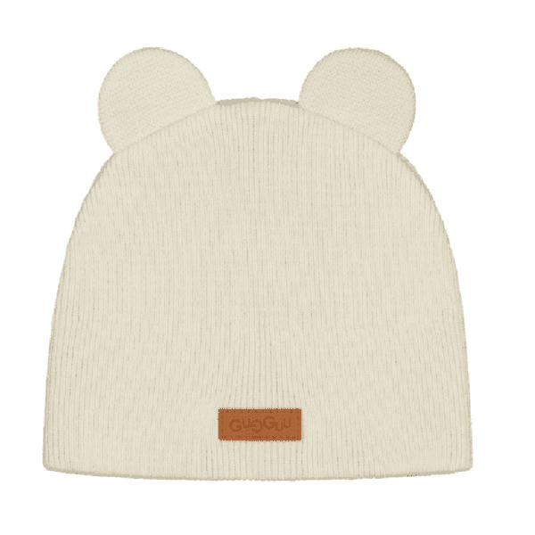 Gugguu Bear Beanie pipo nallekorvilla, sävy White Sand Yksinkertaisen tyylikäs pipo on ommeltu pehmeästä ja joustavasta kankaasta. Luomupuuvillainen pipotuntuu mukavalta lapsen päässä eikä hankaa. Hyvin istuva pipo pysyy paikallaan valumatta silmille. Ajaton sävy sopii yhteen monen vaatteen ja asusteen kanssa!