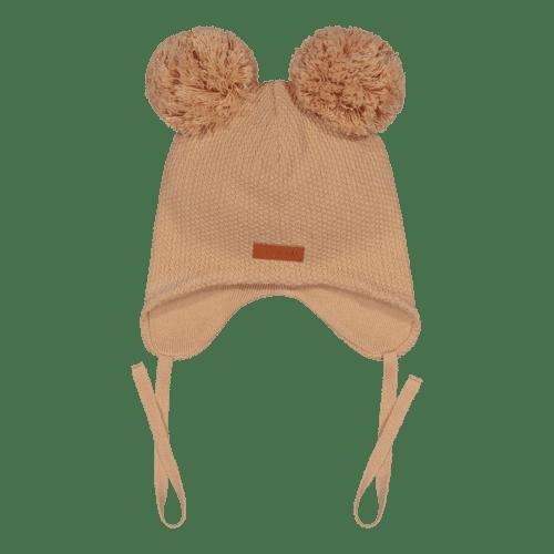 Gugguu Double Tuft Baby Beanie vauvan nauhapipo kahdella tupsulla, sävy Sugar Cookie Yksinkertaisen tyylikäs nauhapipo on ommeltu pehmeästä ja joustavasta kankaasta. Luomupuuvillainen pipotuntuu mukavalta lapsen päässä eikä hankaa. Hyvin istuva pipo pysyy paikallaan valumatta silmille. Tämä pipomalli suojaa korvien lisäksi tehokkaasti myös vauvan poskia!
