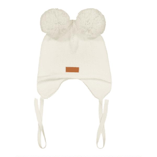 Gugguu Double Tuft Baby Beanie vauvan nauhapipo kahdella tupsulla, sävy White Sand Yksinkertaisen tyylikäs nauhapipo on ommeltu pehmeästä ja joustavasta kankaasta. Luomupuuvillainen pipotuntuu mukavalta lapsen päässä eikä hankaa. Hyvin istuva pipo pysyy paikallaan valumatta silmille. Tämä pipomalli suojaa korvien lisäksi tehokkaasti myös vauvan poskia!
