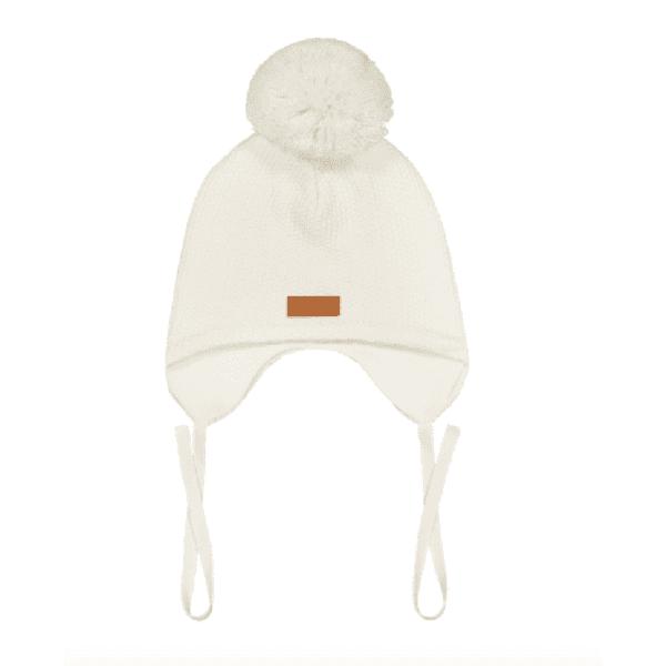 Gugguu One Tuft Baby Beanie vauvan tupsupipo nauhoilla, sävy White Sand Yksinkertaisen suloinen nauhapipo on ommeltu pehmeästä ja joustavasta kankaasta. Luomupuuvillainen pipotuntuu mukavalta lapsen päässä eikä hankaa. Hyvin istuva pipo pysyy paikallaan valumatta silmille. Tämä pipomalli suojaa korvien lisäksi tehokkaasti myös vauvan poskia!