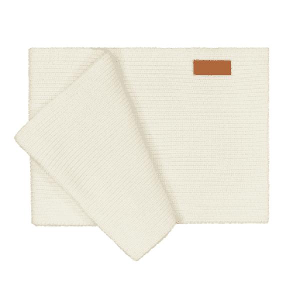 Gugguu kaksinkertainen neuletuubihuivi, sävy White Sand Pienten tyylikkäässä pukeutumisessa huivit ovat nopeasti tehneet läpimurron. Tuubihuivi antaa tehokkaasti lisäsuojaa tuulelta ja viimalta vaihtelevassa säässä, mutta huivi luo lapsen asuun samalla myös viimeistellyn ilmeen! Tämän Gugguun neuletuubihuivin saa kietaistua kaksinkertaisesti kaulan ympärille takin tai hupparin parina!