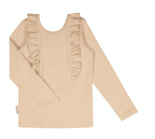 Gugguu pitkähihainen Bella paita, sävy Linen Beige Natural kokoelman tyylikäs pitkähihainen trikoopaita, jossa suloisena yksityiskohtana röyhelöt. Röyhelöt kulkevat pääntiessä niskan puolella ja laskeutuvat kauniisti paidan etuosaan. Äidit ovat kehuneet tätä materiaalia todella kestäväksi käytössä: paidan kangas pysyy siistinä pesu toisensa jälkeen! Kiitosta ovat saaneet myös riittävän pitkät hihat, joiden ansiosta paidan käyttöikä on tavallista pidempi!