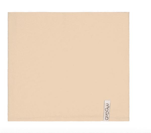 Gugguu lasten tuubihuivi, sävy Linen Beige Pienten tyylikkäässä pukeutumisessa huivit ovat nopeasti tehneet läpimurron. Tuubihuivi antaa tehokkaasti lisäsuojaa tuulelta ja viimalta, mutta luo lapsen asuun samalla myös viimeistellyn ilmeen! Gugguun tuubihuivi on riittävän kapea, jotta se suojaa hyvin lapsen kaulaa.