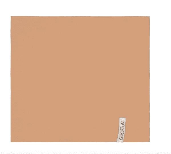Gugguu lasten tuubihuivi, sävy Sugar Cookie Pienten tyylikkäässä pukeutumisessa huivit ovat nopeasti tehneet läpimurron. Tuubihuivi antaa tehokkaasti lisäsuojaa tuulelta ja viimalta, mutta luo lapsen asuun samalla myös viimeistellyn ilmeen! Gugguun tuubihuivi on riittävän kapea, jotta se suojaa hyvin lapsen kaulaa.