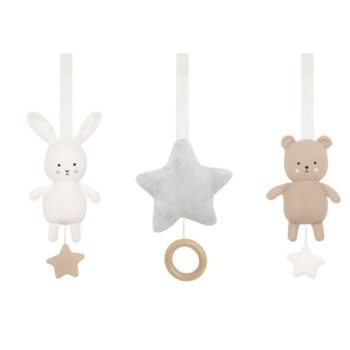JaBaDaBaDo lelut vauvan lelukaareen, baby gym toys Valkoiseen puiseen lelukaareen yhteensopivat lelut. Settiin kuuluu helisevä valkoinen pupu, ruskea nalle ja vaaleanharmaa pehmoinen tähti, jonka lenkistä vetämällä kuuluu kaunis melodia. Tarralenkkien ansiosta lelut on helppo ja nopea kiinnittää sinne, missä vauva viettää aikaansa.