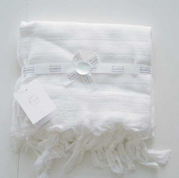 Luin Living Bamboo Towel -hamamtyylinen keveä pyyhe Luin Living Bamboo pyyhe on kashmirmaisen pehmeä, silkkisen hohtava, kevyt ja helppohoitoinen pyyhe. Materiaalina bambu onekologinen ja nopeasti uusiutuva luonnonmateriaali.