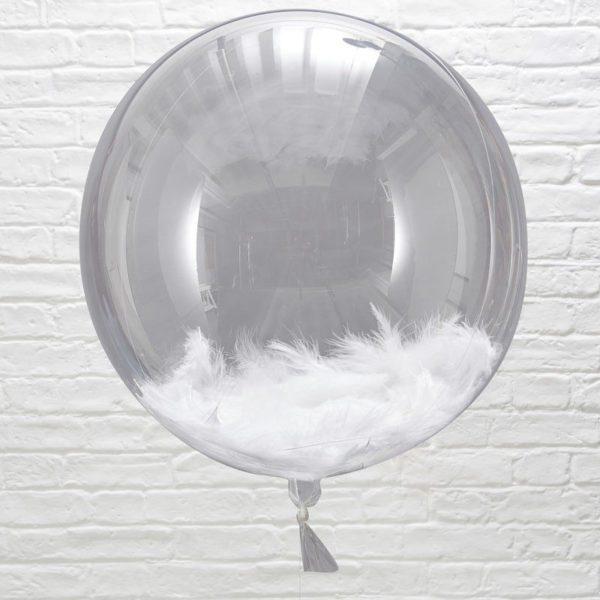 Isokokoinen kirkas ilmapallo, sisällä valkoisia höyheniä Tämä elegantti, läpinäkyvä ilmapallo on upea koriste vauvajuhlissa ja lasten syntymäpäivillä. Yhdessä pienempien ilmapallojen kanssa saat tästä todella näyttävän kokonaisuuden! Höyhenilmapallo on kaunis yksityiskohta myös lasten valokuvauksessa!