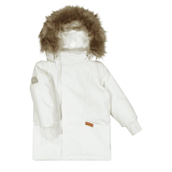 GugguuC'Moon lasten talvitakki, White Candy GugguuC'Moon Toppatakki lapsille. Tyylikäs talvitakki harkituilla yksityiskohdilla monenlaiseen ulkoiluun. Teipatut saumat tuovat toiminnallisuutta takin ominaisuuksiin. Etukappaleen graafiset leikkaukset antavat ilmettä. Kaksi taskua edessä, joissa nepparit. Taskussa lisäksi nahkainen logomerkki. Edessä vetoketju piilossa tuulilistan alla. Lisäksi nepparit tuulilistassa. Hihansuissa resorit. Muotoiltu huppu istuu hyvin päähän. Hupun reunassa näyttävä irrotettava tekoturkissomiste viimeistelee huolitellun ulkonäön. Liukas polyesterivuori helpottaa pukemista. Heijastavat yksityiskohdat hihassa ja takakappaleella takaavat näkyyvyden. Lämmin Thinsulate –vuori pitää lämpimänä.