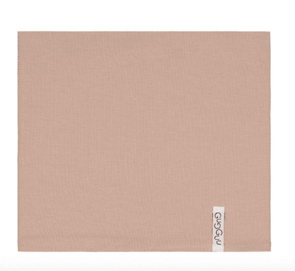 Gugguu lasten tuubihuivi, sävy Metal Grey Pienten tyylikkäässä pukeutumisessa huivit ovat nopeasti tehneet läpimurron. Tuubihuivi antaa tehokkaasti lisäsuojaa tuulelta ja viimalta, mutta luo lapsen asuun samalla myös viimeistellyn ilmeen! Gugguun tuubihuivi on riittävän kapea, jotta se suojaa hyvin lapsen kaulaa.
