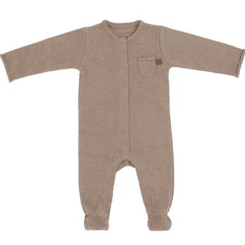 Baby's Only vauvan terällinen potkupuku, sävy Melange Clay Terälliset lahkeet pitävät pienet varpaat lämpöisenä, eikä sukkia tarvita tämän potkupuvun kanssa lainkaan! Potkupuvussa on pitkät hihat ja nepparikiinnitys. Edessä ja takana on pienet koristetaskut. Potkupuku on mukava vaate vauvalle, koska se ei purista mahan kohdalta, kuten jotkin housut ja vyötärönauhat saattavat tehdä. Vauva on myös helppo nostaa kun hänellä on päällään potkupuku: se ei nouse ikävästi kainaloihin tai jää ruttuun.