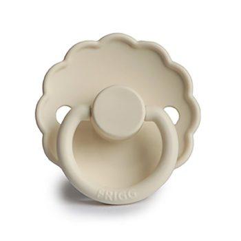 FRIGG Daisytutit on muotoiltu vähän kaarevaksi niin, ettei tutti haudo lapsen ihoa vaan ilma pääsee kiertämään paremmin. Tämä on tärkeää etenkin herkkäihoiselle vauvalle. Tässä tuttimallissa imupää on kirsikanmallinen eli pyöreä. Luonnonkumisen tutin etuja ovat pehmeys ja joustavuus, jonka vuoksi monet vauvat pitävätkin luonnonkumituteista enemmän.Luonnonkuminen tutti sopii myös vauvalle, jolla on jo hampaita, sillä tämä tutti ei mene yhtä herkästi rikki kuin silikonista valmistetut tutit.