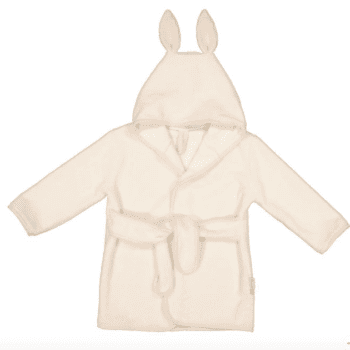 Les Juliettes lasten pupukylpytakki Cream Bunny , koko sopii parhaiten 2-3 vuotiaalle Pehmoinen kylpytakki on ranskalaiseen tapaan ajattoman tyylikäs, mutta kuitenkin sopiva lapselle suloisine pupunkorvineen. Les Juliettes kylpytakissa on vyö, joka on ommeltu takaa kiinni. Näin vyö on turvallinen lapselle ja pysyy menossamukana!