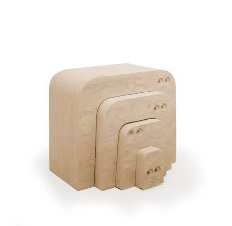Muurahaiskarhu koostuu neljästä erillisestä bOblesista, jotka pinottavuutensa takia vievät vain vähän tilaa. Muurahaiskarhusta saa rakennettua mahtavat portaat, joilla voi treenata kiipeämistä ylös ja laskeutumista takaisin alas. Muurahaiskarhusta saa pöydän ja tuolit teekutsuille tai tiskin kauppa-leikkiin! Muurahaiskarhu on kiva tunneli ja siitä voi rakentaa korkean tornin! Muurahaiskarhun selästä on hauska hyppiä alas ja kiivetä taas ylös. Kun Muurahaiskarhun osat kääntää kyljelleen, saa siitä tasapainoa haastavan radan isommille lapsille.