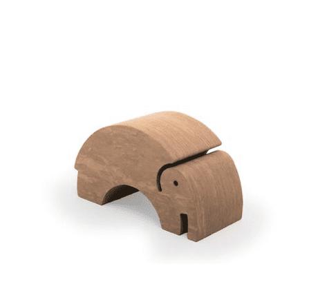 bObles leikkihuonekaluista saa temppuradan olohuoneeseen ja lapsilla on lupa temmeltää! bOblesit eivät kolise, jätä jälkiä tai kolhuja lattiaan vauhdikkaammassakaan leikissä. Temppuhuonekalujen materiaali on joustavaa ja bOblesit ovat kevyitä, joten lapset jaksavat pinota ja siirrellä niitä vaivatta. bOblesien pinta ei ole lainkaan liukas, joten niillä voi temppuilla sukat jalassa tai ilman!
